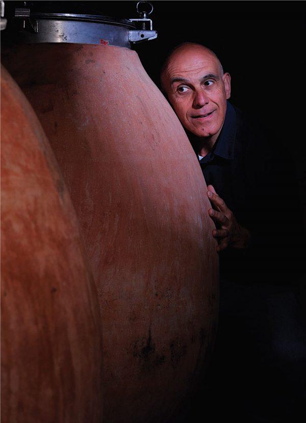 Marco Carpineti con le anfore